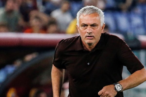 Jose Mourinho Roma coachWatch the performance of the team's defender Chris Smalling. As he performed excellently in the 3-0 win over Zorya in the Europa Conference LeagueLast Thursday night.